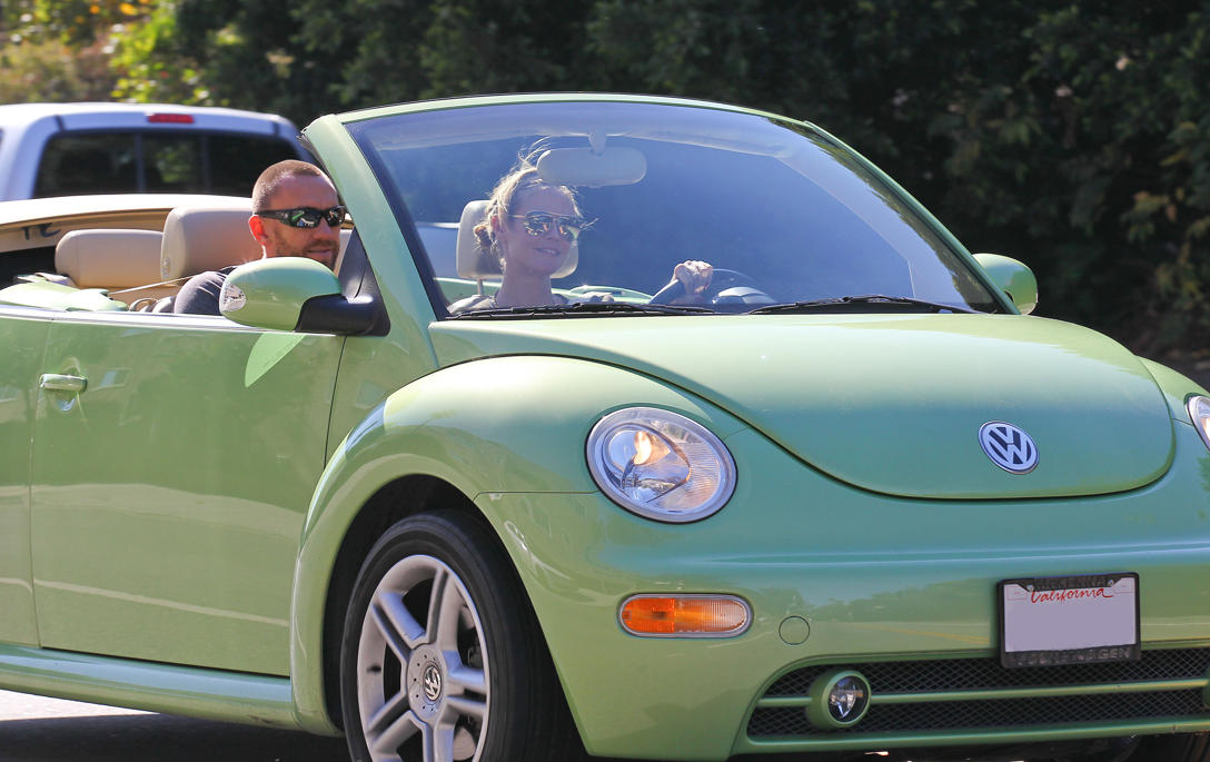 heidi klum drives  vw beetle convertible volkswagen utah
